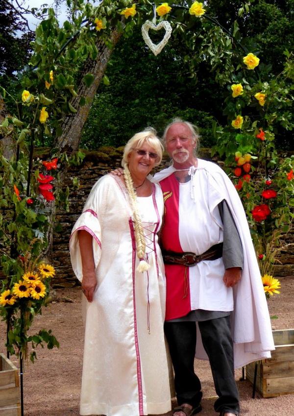 noces-d-or-renouvellent-de-voeux-adeuxmainstenant-ceremonie-laique-4-724x1024