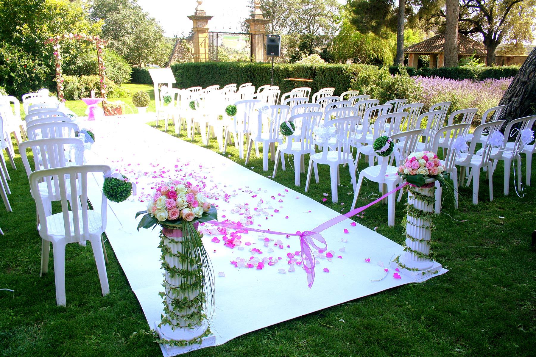 A deux mains tenant organisation de mariage et de for Decoration ceremonie
